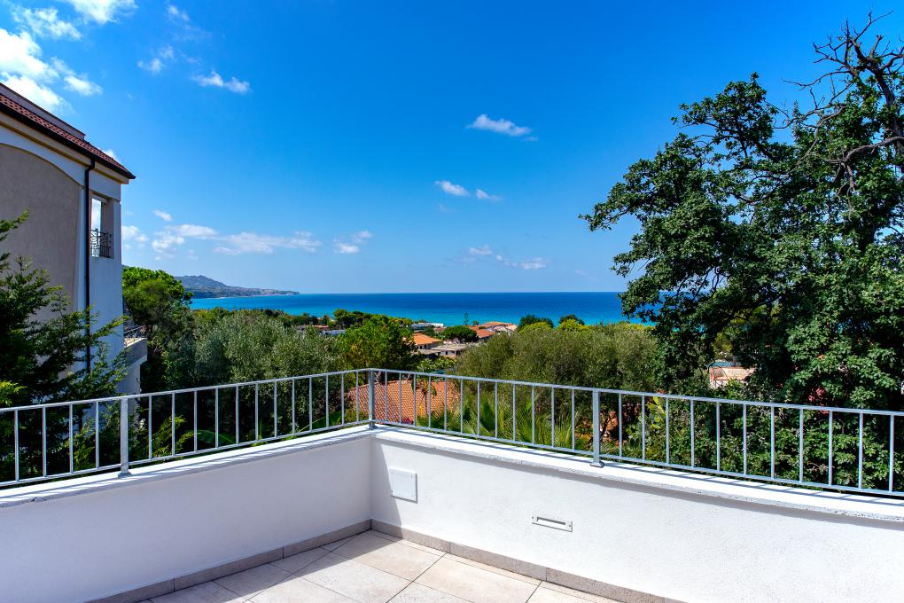 Camera Da Letto Con Piscina E Vista Mare Natura Design : Camera tripla hotel sul mare calabria tropea